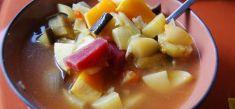 מרק ירקות עם סלק וחצילים