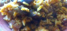 אורז מלא עם חצילים מקורמלים